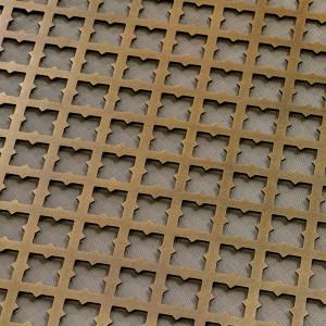 Декоративная решетка из состаренной латуни для радиатора