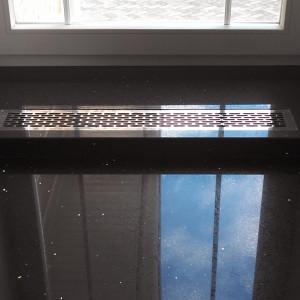 Решетка из полированной нержавейки в подоконник
