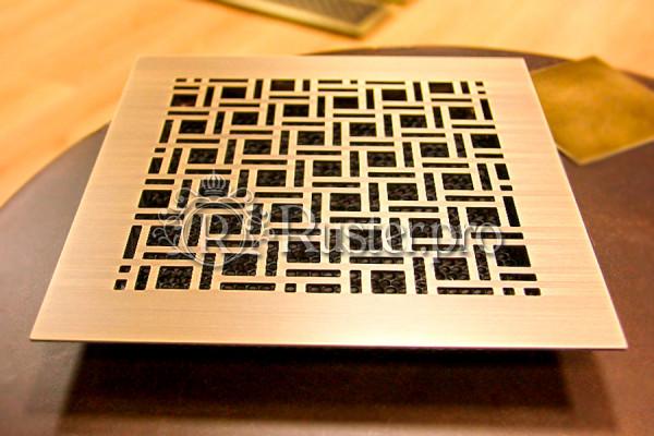 Вентиляционная решетка из латуни с орнаментом Плитка