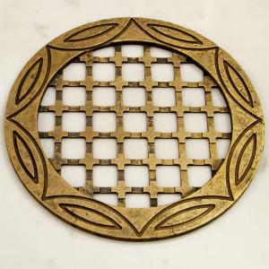 Круглая вентиляционная решетка из латуни в санузел