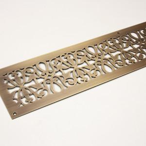 Решетка из состаренной латуни с растительным узором
