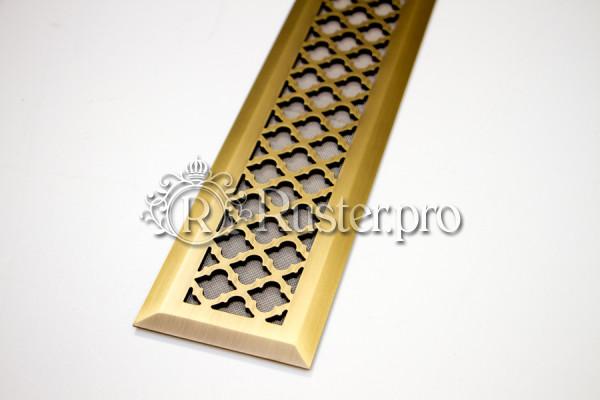Узкая решетка в пол из латуни с узором